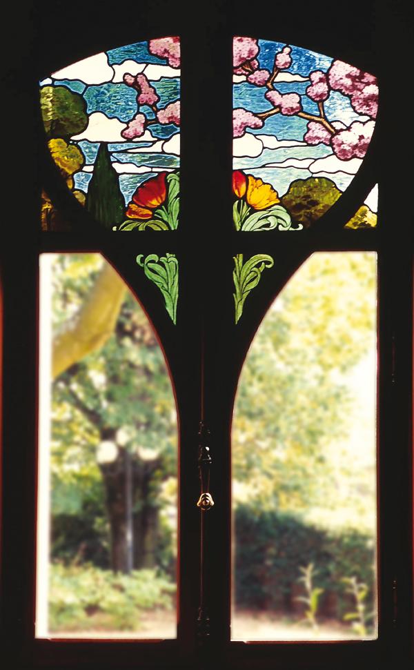Vitraux lucien b gule une villa dans le beaujolais for Les jardins de la villa porte maillot